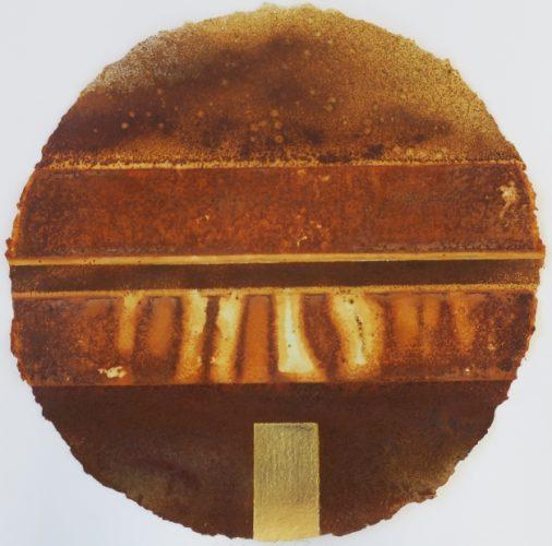 Circle I, Säurekorrosion auf handgeschöpftem Papier, Blattgold 24 Karat, 2019, Durchmesser 60 cm
